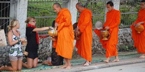buddhist-monks-collecting-alms_500